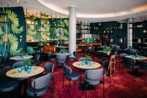 A restaurant or other place to eat at Vienna House Andel's Cracow