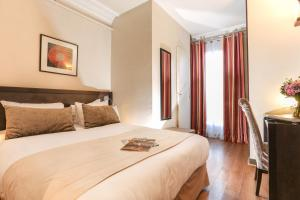 A bed or beds in a room at Avalon Hotel Paris Gare du Nord