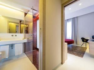 A bathroom at Duomo Suites & Spa