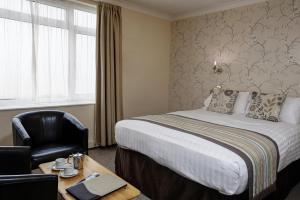 Cama o camas de una habitación en Best Western Princes Marine Hotel