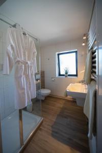A bathroom at Hotel Garni Zum Grünen Baum