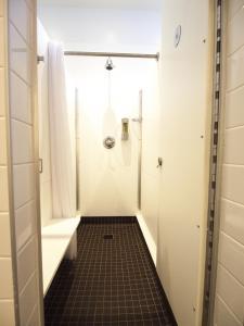 Un baño de HI NYC Hostel