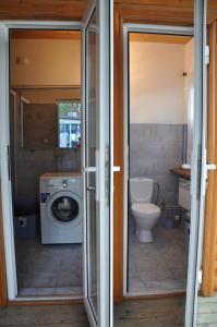 A bathroom at Selena 2003