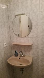 Ein Badezimmer in der Unterkunft Gasthaus zum Adler