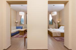 A bathroom at Hotel Lirak
