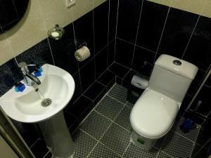 Ванная комната в Zarya Hotel