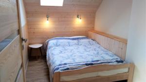 Łóżko lub łóżka w pokoju w obiekcie Willa Spokojna