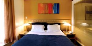 A bed or beds in a room at FLAT PRESTIGE SERRA RS 5*