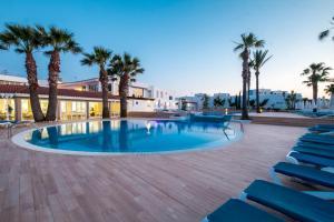 Het zwembad bij of vlak bij Marinda Garden Aparthotel