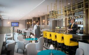 The lounge or bar area at Maldron Hotel Kevin Street