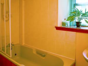 A bathroom at Melrose