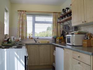 A kitchen or kitchenette at Sunnyside