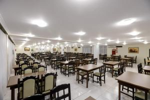 A restaurant or other place to eat at Mirante Hotel