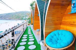 A balcony or terrace at La beach house Nhơn Lý Quy Nhơn