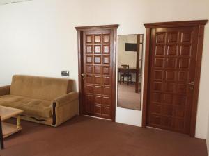 Uma área de estar em Hostel One