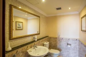 Un baño de Grand Hotel Excelsior