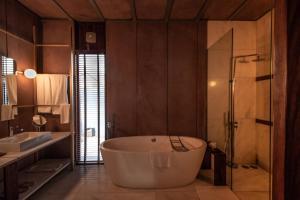 A bathroom at RAAS Jodhpur