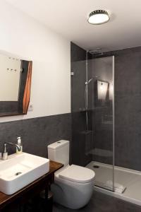 A bathroom at Sunny wide view apartment Porto's center