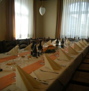 A restaurant or other place to eat at Hotel Restaurant Schwert