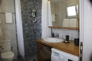 A bathroom at Ferienhaus Mare Cottage