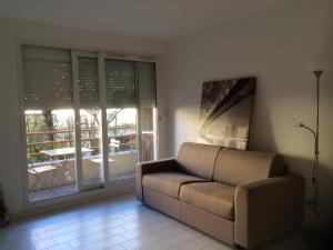 A seating area at Studio tout confort La Timone