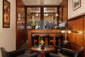 The lounge or bar area at Raspail Montparnasse