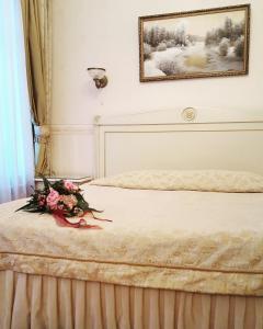 Кровать или кровати в номере Отель Онегин