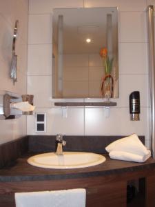 Ein Badezimmer in der Unterkunft Hotel Doctor Weinstube