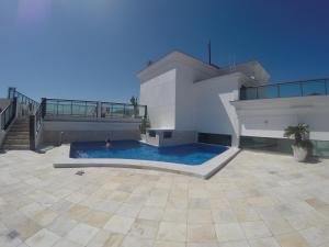 A piscina localizada em Loft Prainha ou nos arredores