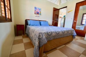 Cama ou camas em um quarto em Villa at the Beach, Blue Bay Golf & Beach Resort