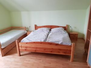 A bed or beds in a room at Apartman Aneta