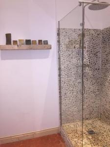 A bathroom at Le Cosmopolitain