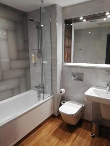 A bathroom at The Old Borough Hotel - Wetherspoon