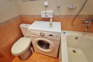 Ванная комната в Center Loft Студия центр Омск Гагарина Безконтактное заселение