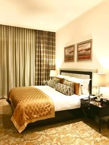 A bed or beds in a room at Taj HotelApart, Taj Hotel Cape Town