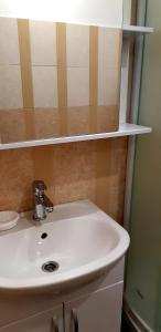A bathroom at Гостиница на Челюскинцев 17
