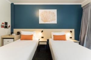 A bed or beds in a room at Nightcap at Edge Hill Tavern