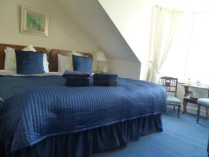 A bed or beds in a room at Burnside Guest House