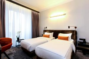 A bed or beds in a room at Park Plaza Nuremberg
