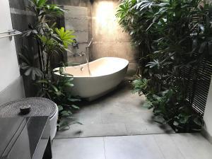 Salle de bains dans l'établissement Oak House