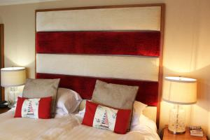 A bed or beds in a room at Caerwylan Hotel