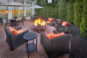 A restaurant or other place to eat at Hilton Garden Inn Danbury