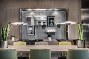 The lounge or bar area at AC Hotel by Marriott Milano