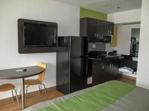 A television and/or entertainment center at Motel 6-Alexandria, LA - South