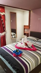 A bed or beds in a room at Fountain Hotel