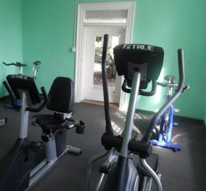 The fitness centre and/or fitness facilities at The Liguanea Club