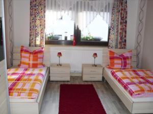 Ein Bett oder Betten in einem Zimmer der Unterkunft Ferienwohnungen und Gästezimmer Herrmann