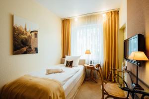 Ein Bett oder Betten in einem Zimmer der Unterkunft Hotel zur Mühle