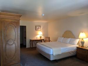 Cama o camas de una habitación en Saddle West Casino Hotel
