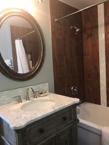 A bathroom at The Gables Inn